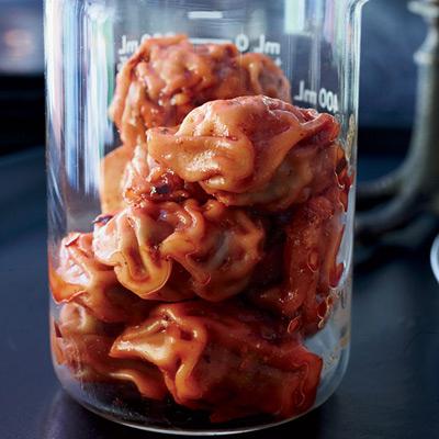 Как накрыть страшно вкусный стол на Хэллоуин: декорируем блюда - отход кровавой лаборатории