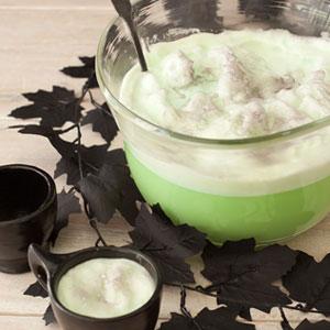 Как накрыть страшно вкусный стол на Хэллоуин: декорируем блюда - зеленый ведьмин пунш