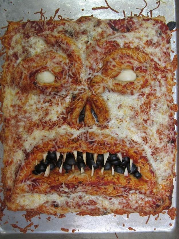 Как накрыть страшно вкусный стол на Хэллоуин: декорируем блюда - монстро-пицца