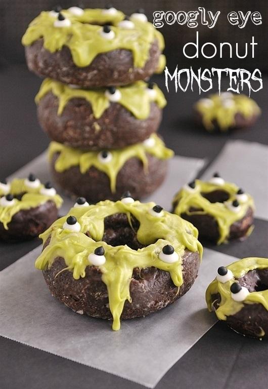 Как накрыть страшно вкусный стол на Хэллоуин: декорируем блюда - пончики-болотные монстры