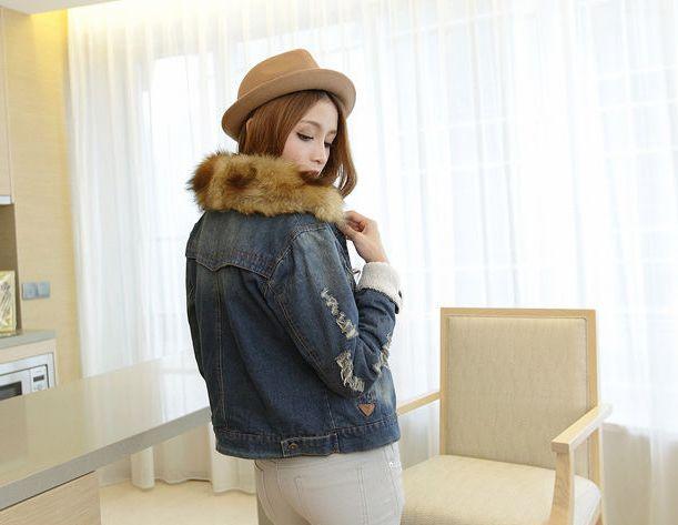 бурый мех в украшении джинсовых курток и жилетов