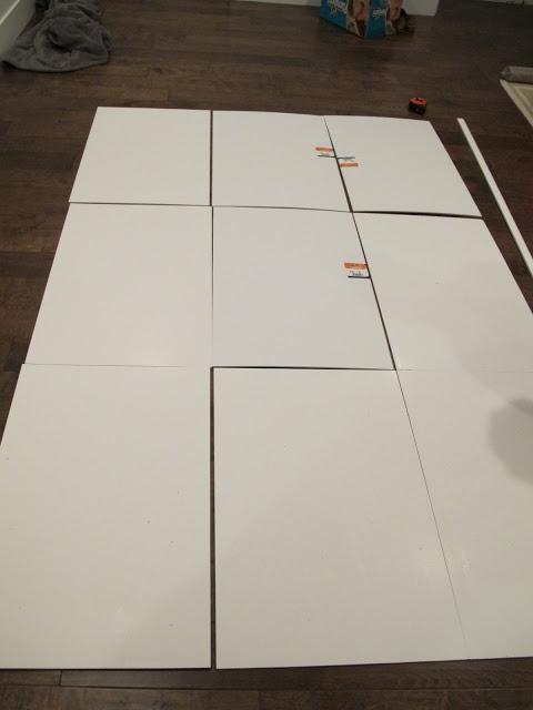разложите ваши картонные или пенопластовые панели впритык друг к другу