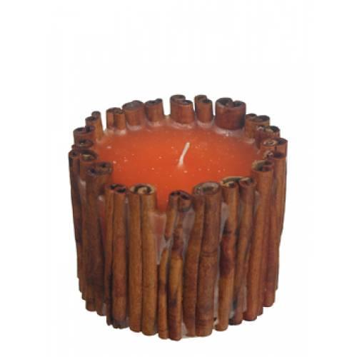 свеча с коричными палочками, выполненная методом заливки