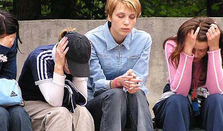 Чтобы ваши дети-подростки не выглядели вот так, научитесь общаться с ними, как с равными!