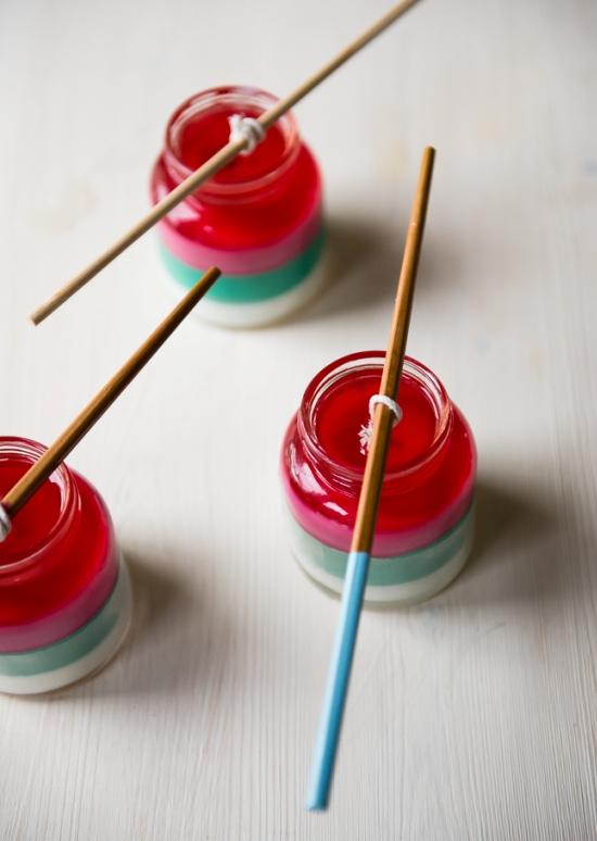 Как сделать свечи в виде красочных пасхальных яиц