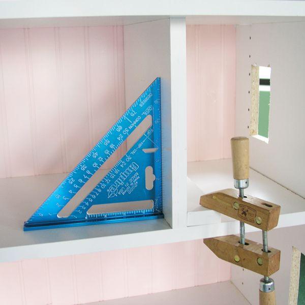 напилите вертикальных стен-разделителей для комнат домика