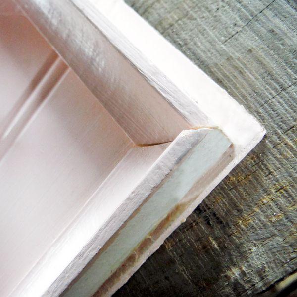 Панелей будет 2, к высоте одной из них добавьте еще и ширину материала для панелей, чтобы на острие крыши более длинная панель пошла внахлест на более короткую