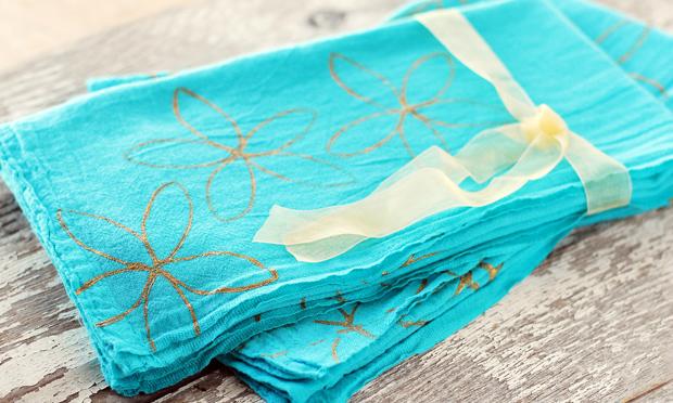 Как декорировать тонкие кухонные полотенца для лета: подарки своими руками