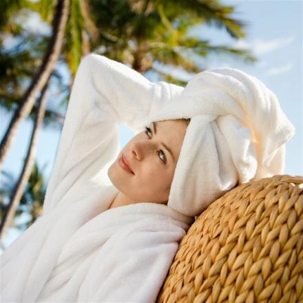 Оберните голову плотным полотенцем, и походите так 15 минут