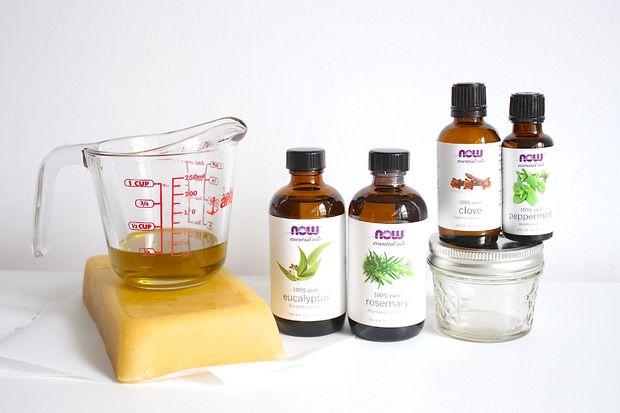 посуда и ингредиенты для приготовления домашней мази от кашля