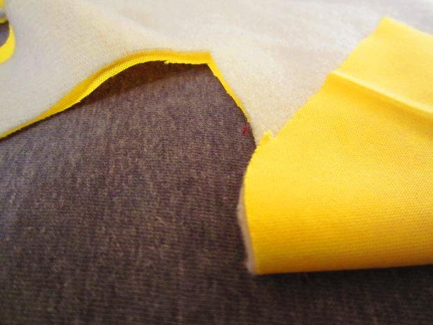 складываем 2 слоя ткани вместе