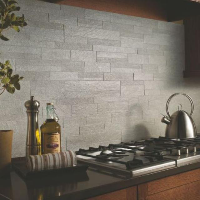 Как выбрать современный дизайн рабочей стенки/фартука для кухни - современная плитка под серую стену в городском стиле