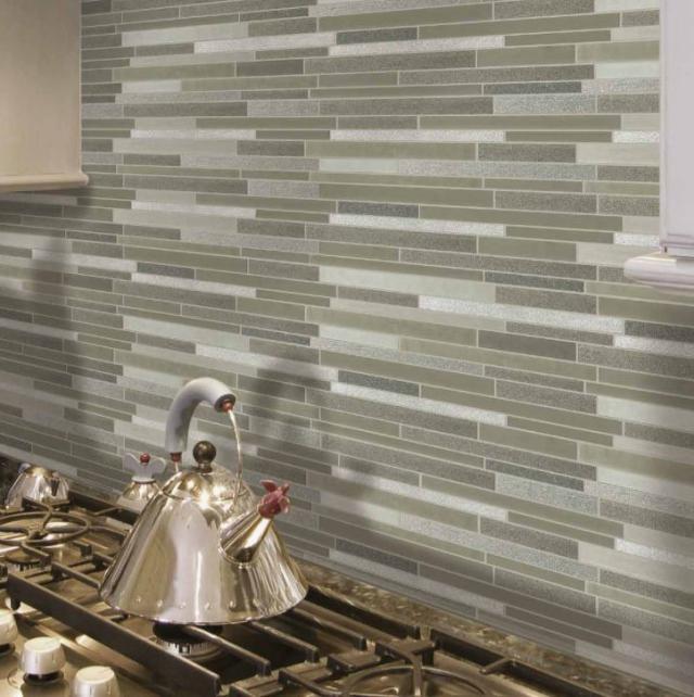 Как выбрать современный дизайн рабочей стенки/фартука для кухни - узкая серая плитка разных оттенков