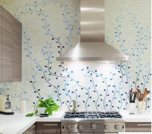 Как выбрать современный дизайн рабочей стенки/фартука для кухни - единый цветочный узор на всю стену из плиток
