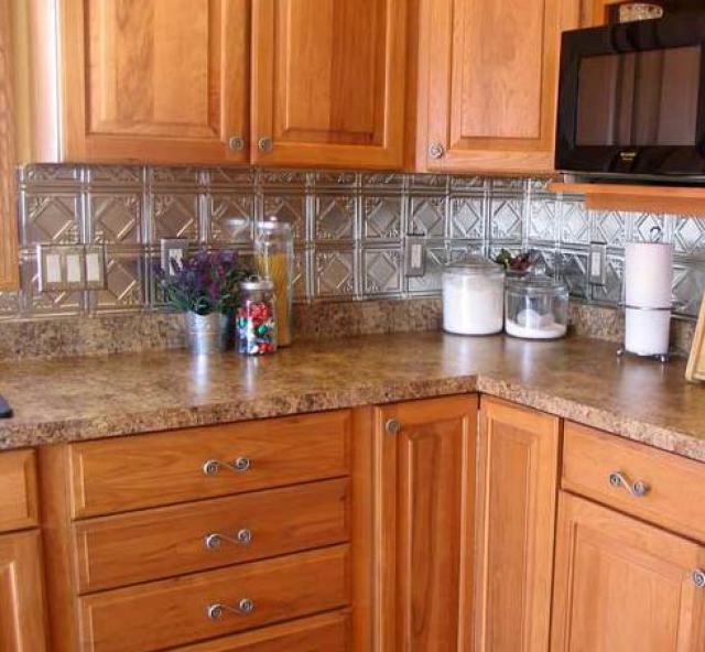 Как выбрать современный дизайн рабочей стенки/фартука для кухни - плитка из нержавейки