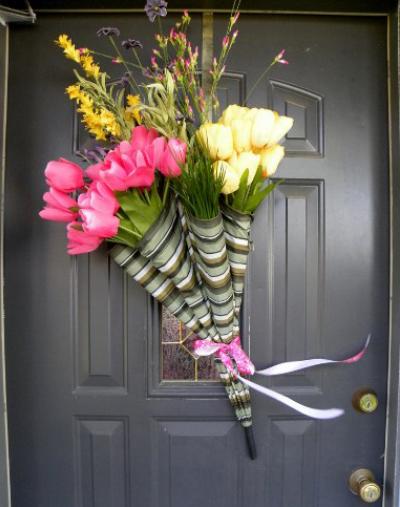 Как сделать необычную цветочную композицию из старого зонтика