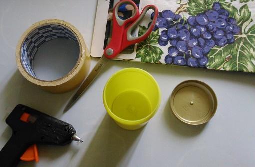 Как внешне оформить контейнер для мелочей с закручивающейся крышкой
