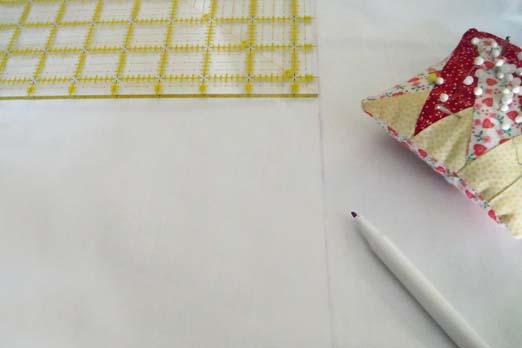 Отмерьте нужное количество сантиметров от наволочки, сделайте пометки