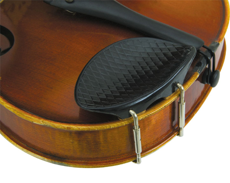 специальное приспособление под подбородок, которое крепится на скрипку