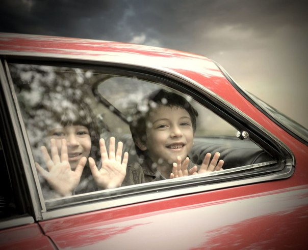 дети в дороге в машине
