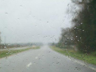 В дождь через лобовое стекло плохо видно дорогу