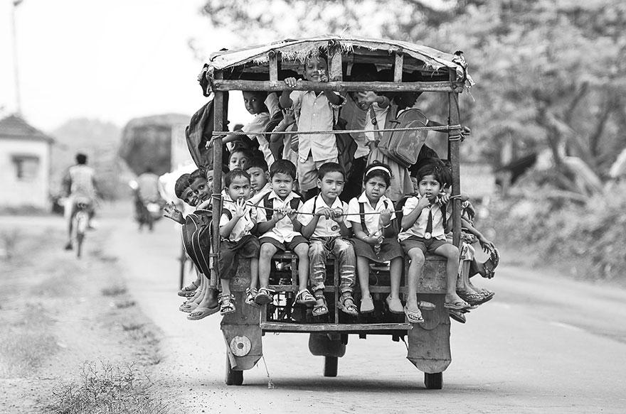 поездка до школы на Тук-Туке (авторикша) - Beldanga, Индия