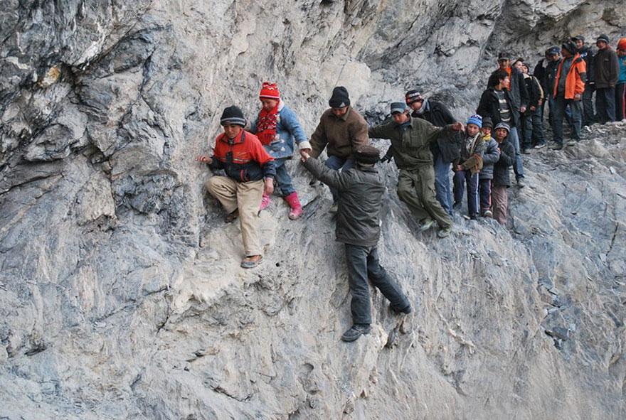 путешествие длиной в 200 км по горам в школу-интернат - Pili, Китай