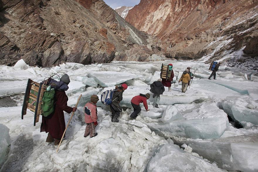 маршрут до школы-интерната через горы - Занскар, Индийские Гималаи.