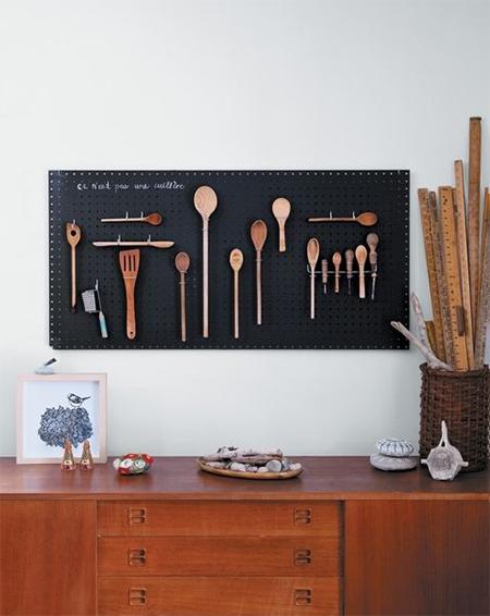 Создаете декоративную доску для кухни, студии, гостиной – да в принципе для любого помещения? А почему бы не использовать в качестве основы меловую доску?