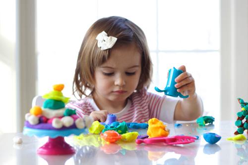 Как заинтересовать малыша лепкой из пластилина?