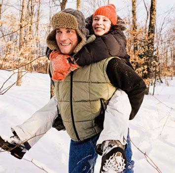 Вещи на холодную погоду, вроде шапок, жилеток и ботинок создают в багаже непомерную груду. Важно отбирать вещи с умом.