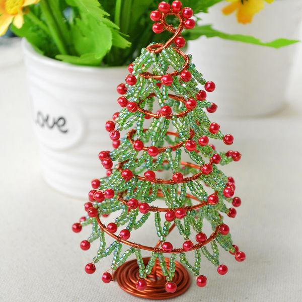 Как сплести настольную новогоднюю елочку из бисера, бусин и проволоки