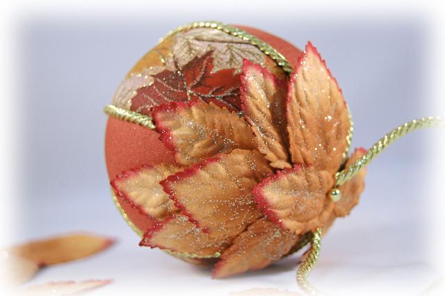 Украшаем елочные шары кружевом, тканью, лентами, тесьмой, бечевкой