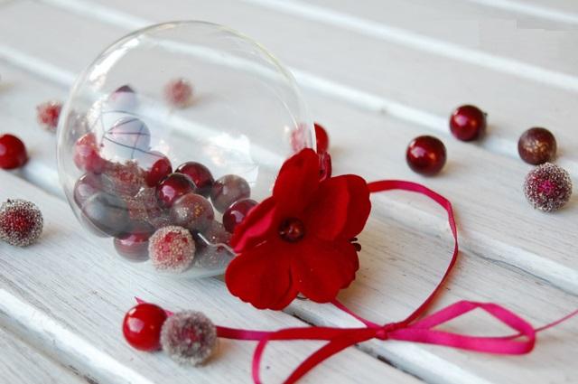 Как делать елочные игрушки своими руками: сценки и отдельные элементы в прозрачных пластиковых шарах, ягоды