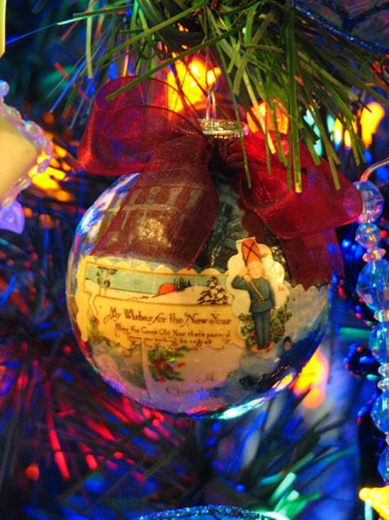 Как делать елочные игрушки своими руками: украшаем шары - декупаж вырезками из открыток