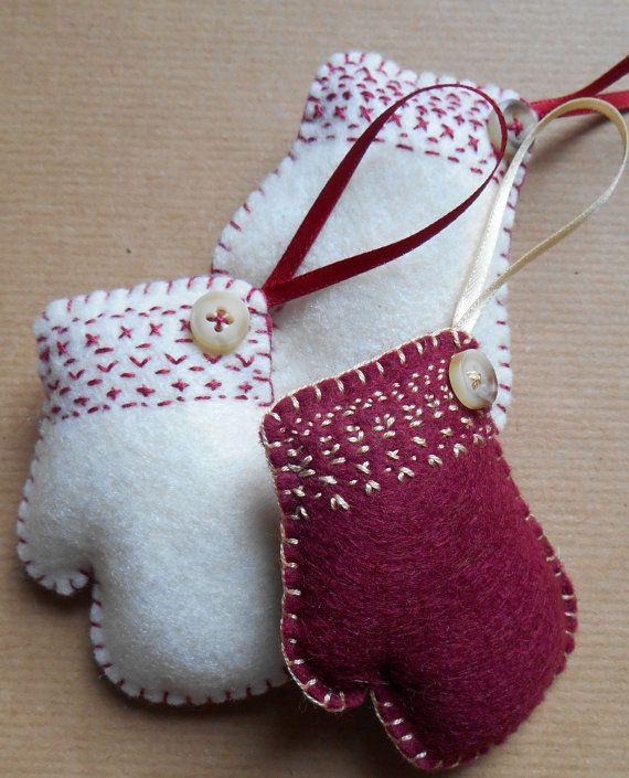Как делать елочные игрушки своими руками: фетр, варежки с вышивкой