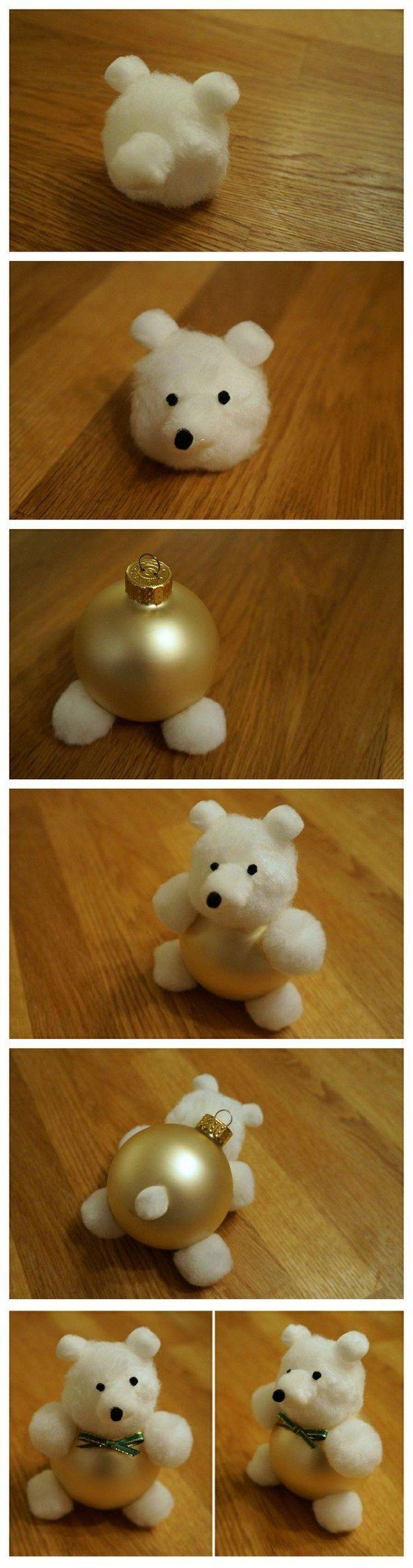 Забавный мишка из елочного шара и банальных ватных шариков