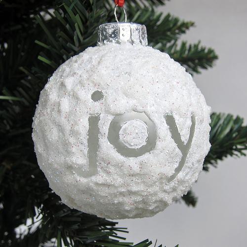 Елочный шар в новом составе, после высыхания дающем текстуру снега