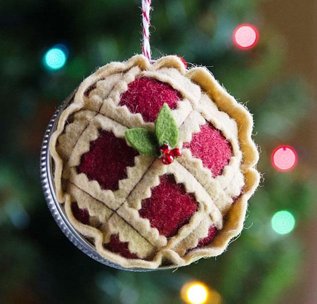 Как делать елочные игрушки своими руками: фетр, объемные игрушки - праздничный ягодный пирог