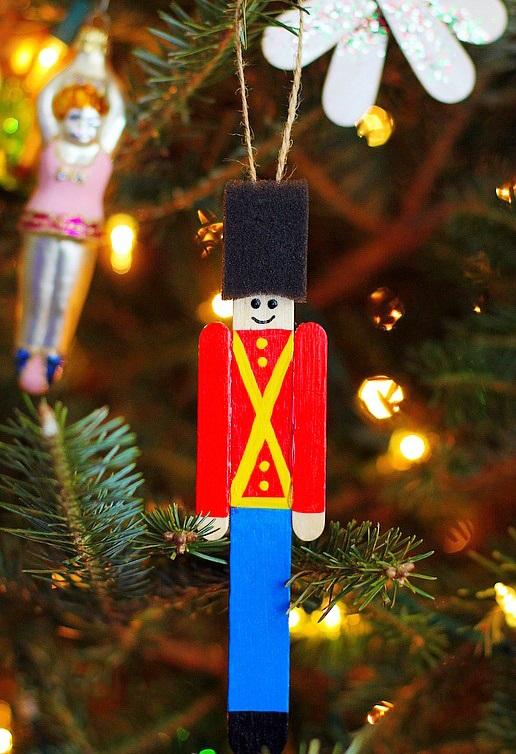 Как делать елочные игрушки своими руками: солдатик армии Великобритании или солдатик из всем известной сказки об оловянном солдатике