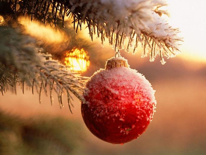 Как делать елочные игрушки своими руками: украшаем шары - с блестками шарик в снегу