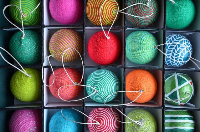 Как делать елочные игрушки своими руками: елочные шары, оклеенные пряжей