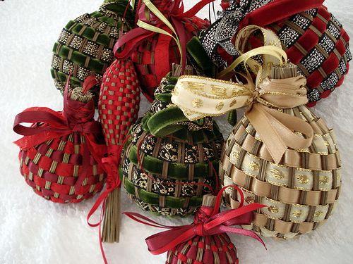 Плетение лентами и полосками ткани вокруг шара-основы