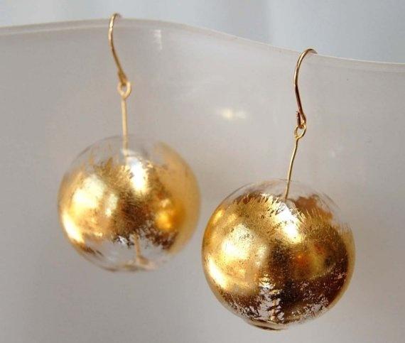 Прозрачные елочные шары, отделанные поталью