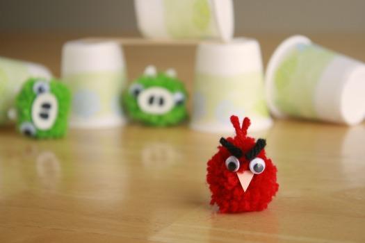 Как делать елочные игрушки своими руками: злые птички и свинки из игры «AngryBerdz» и серий мультфильмов «История свинок»