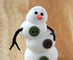 Снеговик со вклеенными руками-веточками