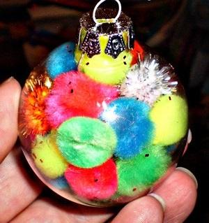 Как делать елочные игрушки своими руками: сценки и отдельные элементы в прозрачных пластиковых шарах, с помпонами