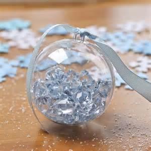 Как делать елочные игрушки своими руками: сценки и отдельные элементы в прозрачных пластиковых шарах, с искусственными кристаллами
