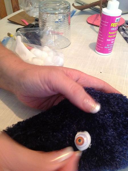 Как легко и быстро сделать куклу-петрушку из носка