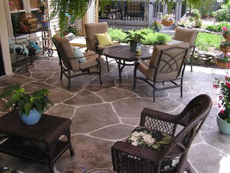 Патио на открытом воздухе увеличивает общее полезное пространство вашего дома
